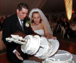 There Goes The Wedding Cake funny picture