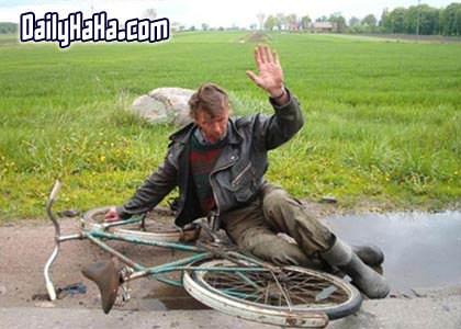 http://www.dailyhaha.com/_pics/drunk_bike_fall.jpg