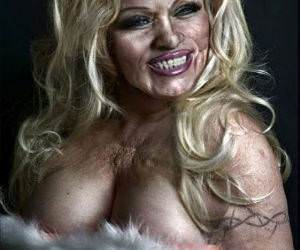 Pamela Anderson funny picture