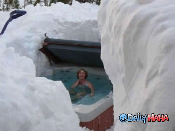 Winter Hot Tub funny picture