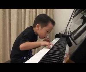 5 year old pianist Funny Video