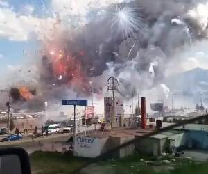 fireworks factory on fire in mexico
